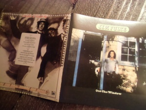 Out The Window ('72) / Shimmy She Roll, Shimmy She Shake ('73)